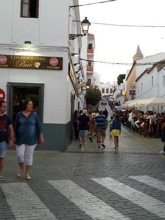 Bar Los Hermanos: Bar y terraza en la C/La Virgen