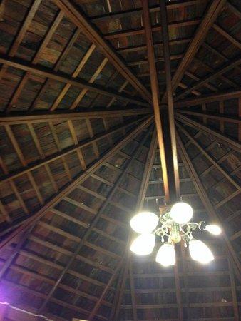 Vongdeuan Resort: Ceiling