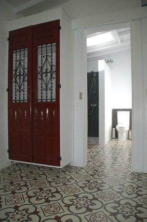 Ruime badkamer van de Casita Olivo - Picture of Casa Valle de Oro ...
