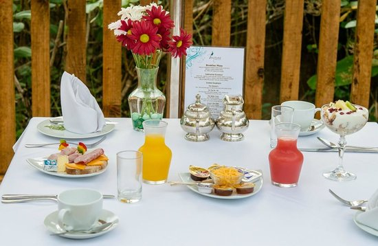 Knysna Tonquani Lodge & Spa: Breakfast can be served in the comfort of your chalet or patio.