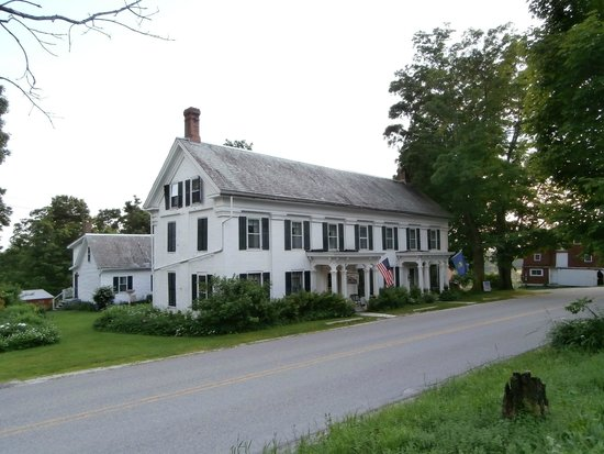 Maple Crest Farm: front of the Maple Crest