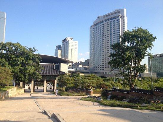 InterContinental Seoul COEX: Blick vom gegenüber gelegenen Tempel
