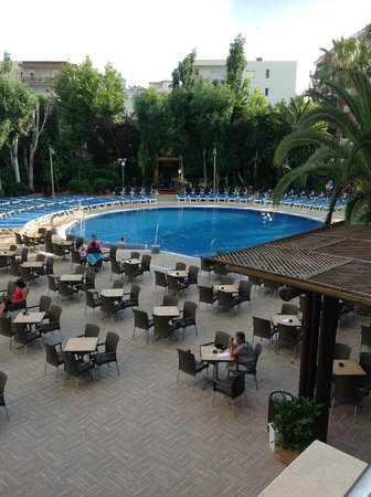 H10 Vintage Salou: View from balcony overlooking the pool