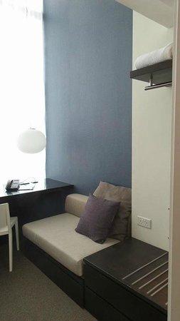 Studio M Hotel : Level 1 Sofa bed