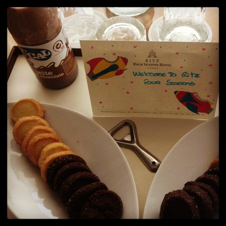 Four Seasons Hotel Ritz Lisboa: A welcome for a family with kids.