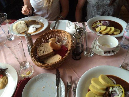 Restaurant 7 Angels : goulash, potato dumplings and roast beef with cream sauce