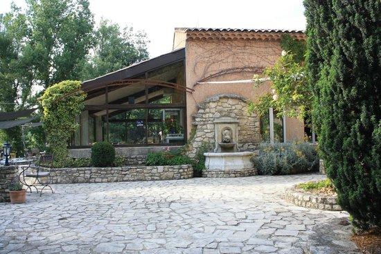 Hotel Lou Caleu: terrasse-veranda-salle de restaurant