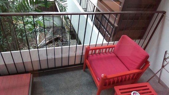 Patong Beach Hotel : Balcony