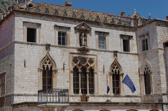 Placa Thoroughfare (Stradun): Видимо, ратуша или другой административный орган