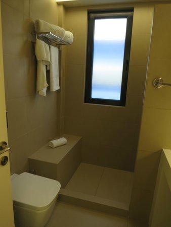 O&B Athens Boutique Hotel: Bathroom