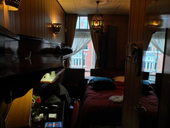 Hotel Nadia: QUARTO