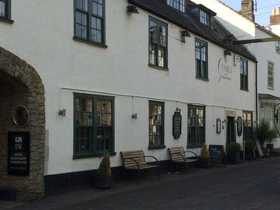 The George at Nunney : voorkant hotel