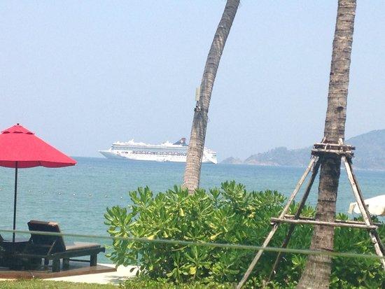 Amari Phuket: Big cruise ships come in and moore