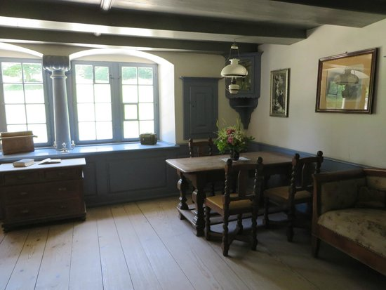 Ballenberg, Freilichtmuseum der Schweiz: Ballenberg has done a superb job of putting period furniture and other items in the buildings