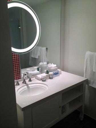 Hilton Cabana Miami Beach: Bathroom