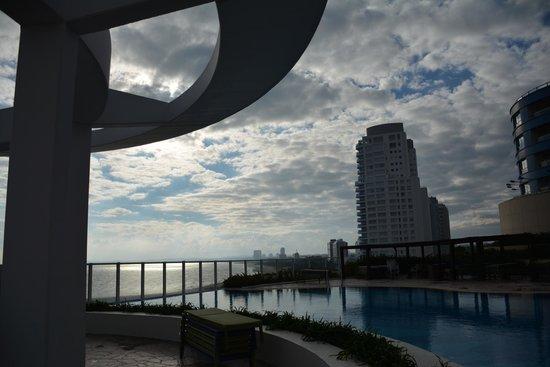 Conrad Punta del Este Resort & Casino: Piscina externa