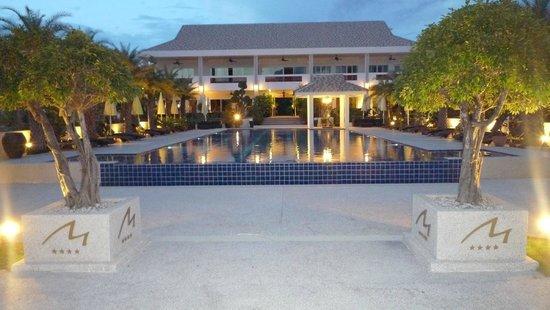 Mango Beach Resort: Pool and Main Bulding
