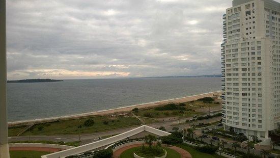 Conrad Punta del Este Resort & Casino : Vista para a praia