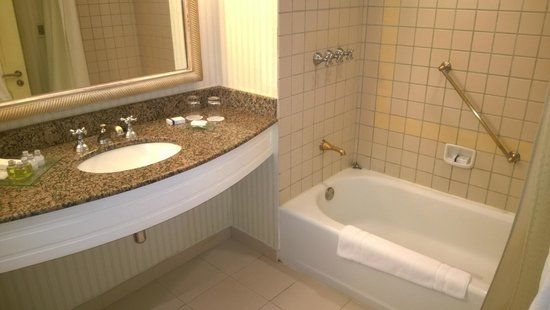 Conrad Punta del Este Resort & Casino : Banheiro com banheira