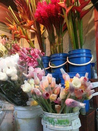 Central Market (Mercado Central): Flowers