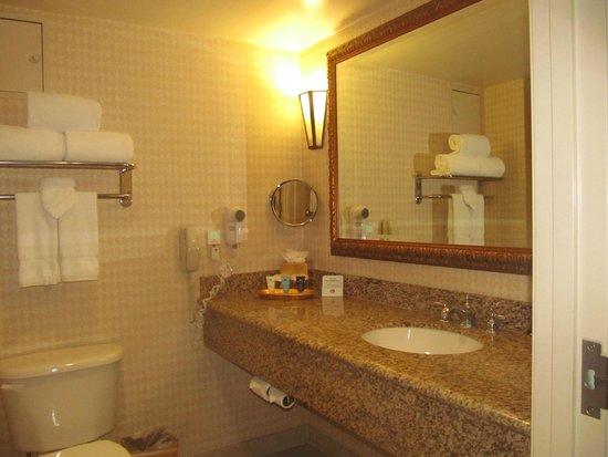 Crowne Plaza Los Angeles - Commerce Casino: bathroom