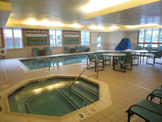 Residence Inn Poughkeepsie: Clean pool and hot tub