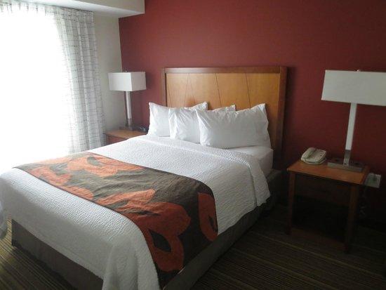Residence Inn Poughkeepsie: Comfortable bed
