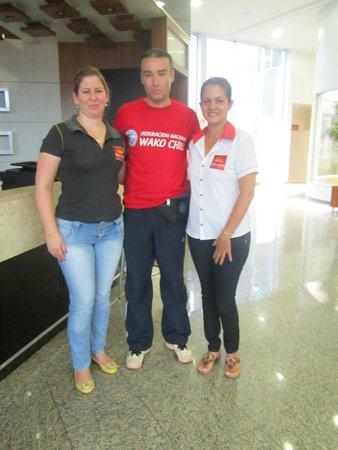 Samba Foz do Iguassu: En Hall junto a Personal muy amable del hotel