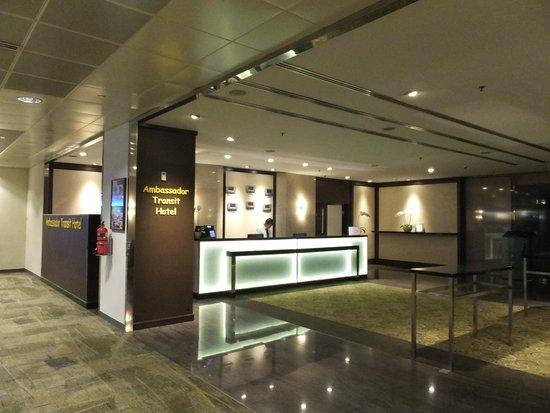 Ambassador Transit Hotel Terminal 2: ロビーは丁寧できれい