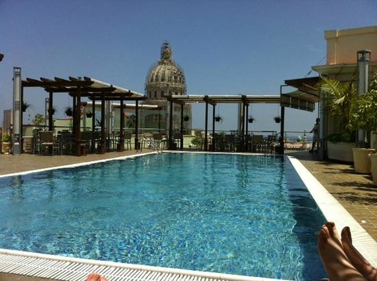 Hotel Saratoga: Rooftop Pool with view of Capitol dome