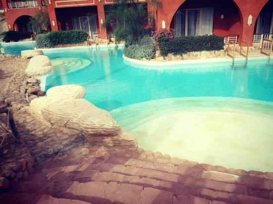 Laguna Vista Beach Resort : Una delle piscine private