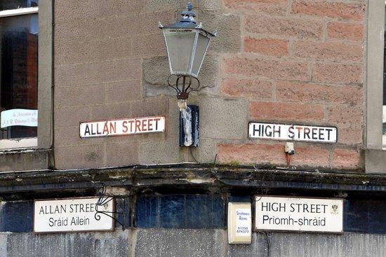 The Fair O'Blair: Nice to see the gaelic street names.