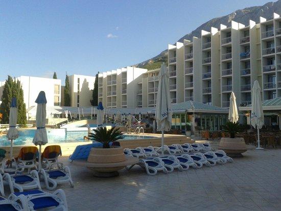 Bluesun Hotel Alga: hotel et piscine