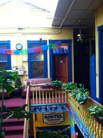 USA Hostels San Diego: second level