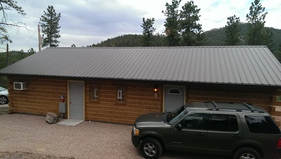 Kemp's Kamp: view of cabin