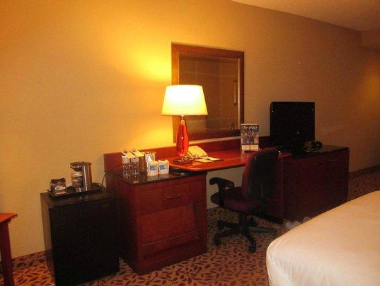 DoubleTree by Hilton Hotel Los Angeles - Norwalk: desk area