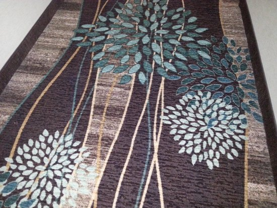 Staybridge Suites Chattanooga Downtown: Beautiful carpet in the hallways....