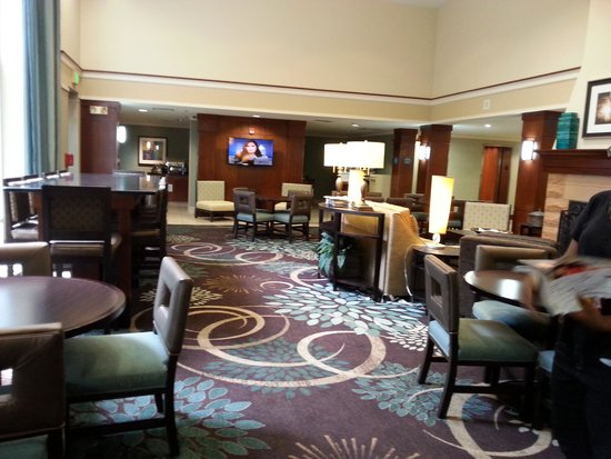 Staybridge Suites Chattanooga Downtown: Beautiful Lobby area....