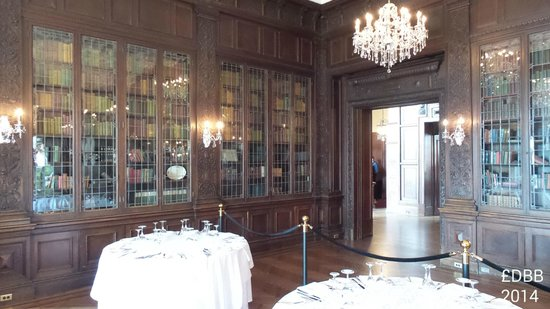Casa Loma: Library/dining room - they have weddings here