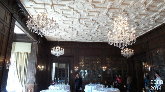 Casa Loma: the ceiling in dining room
