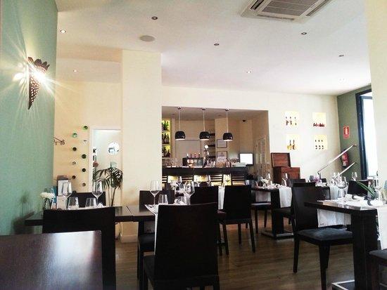 Oliva: in the restaurant