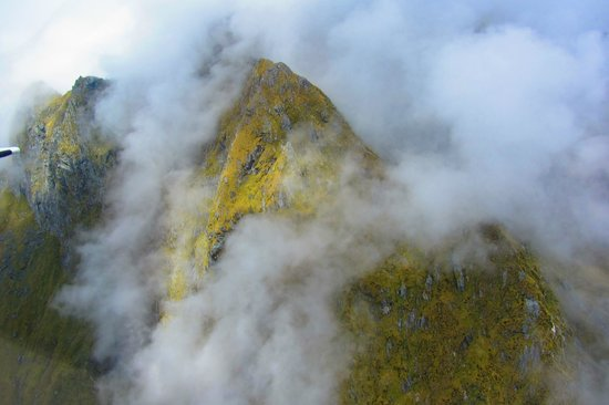 Fly Fiordland : Going through the clouds