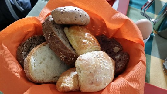 Costa Marina Villas: Assortment of bread