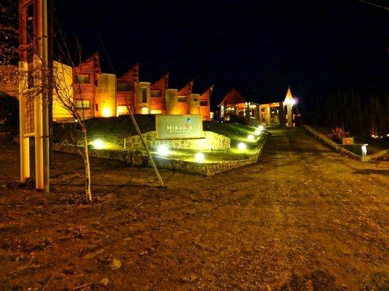 Hotel Mirador del Lago : Exterior vista nocturna