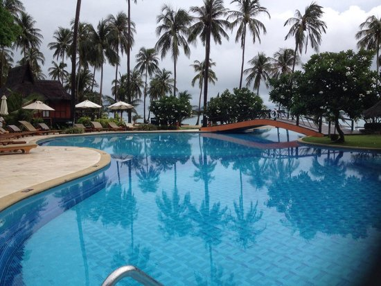 Phi Phi Island Village Beach Resort : Pool