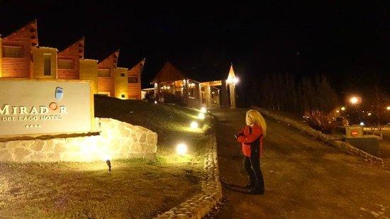 Hotel Mirador del Lago : De noche El Mirador del Lago