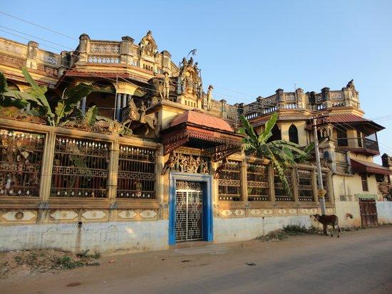 Chettinad: Athankudi Palace.