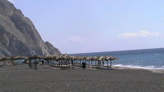 Smaragdi Hotel : La bella spiaggia di Perissa
