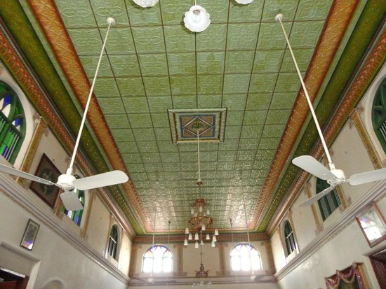 Chettinad: Ceiling with Herbal painting done 100 years ago!.