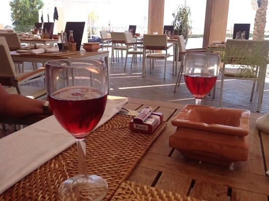 Steigenberger Makadi Hotel: le bon petit rose du midi au restaurant de la piscine